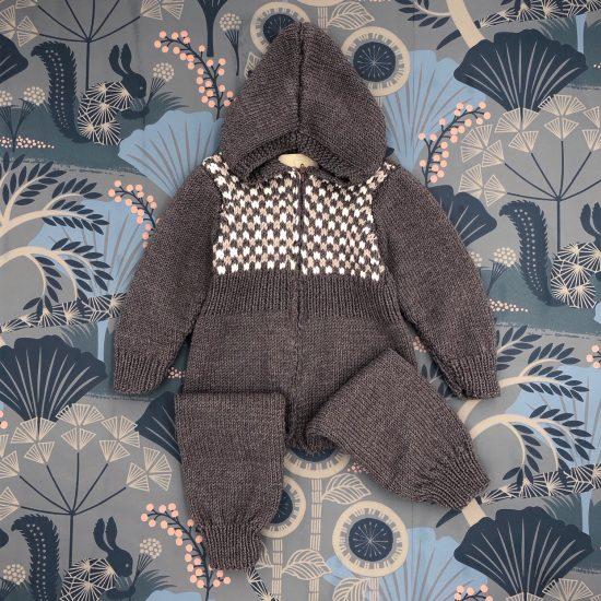 baby knit jumpsuit OZZY, meriono wool, hand made in Austria, VAN BEREN, vintage style inspired knits, high quality, eco-friendly clothing, conscious, baby present, baby shower, baby belly party, hand knitted, fair fashion, sustainable kids wear, babyknits, vintagestyle,