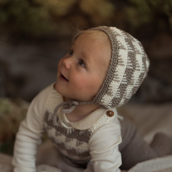 Knit bonnet MOLLY handknitted of virgin merino wool VAN BEREN